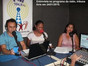 Marta gibt ein Interview im lokalen Bürgerradio