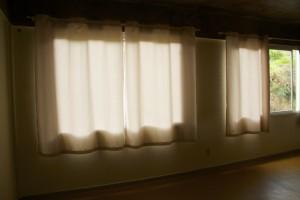 Neue Vorhänge für Schlaf- und Unterrichtsräume