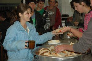 Ausgabe des selbst gebackenen Brots